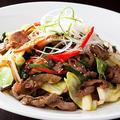 料理メニュー写真黒毛和牛特上カルビ野菜炒め