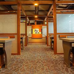 【テーブル 半個室】2~4名様までご利用可能です。 個室とは違い、広い空間のお席となっております。