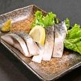 【炙りしめさば】脂ののった大トロしめさばを、軽く炙ってご提供!青魚が苦手な方でもぺろりといけちゃう、おススメの逸品です。※380円(税抜)