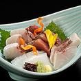 料理もできる限り山形県産にこだわり、庄内浜で水揚げされた魚貝や季節ごとに旬を迎えた野菜などを毎日直送。特別なサービスはできませんが来ていただいたお客様に、素朴で心温まるひと時をご提供します。
