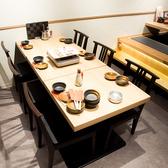 テーブル席は2名様から6名様まで対応可能です!