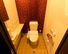 女性お手洗い・・・男性用はもう少し狭いです、すみません・・・