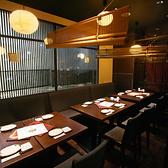店内入ってすぐ左のテーブル個室です。4名様~34名様までの大宴会場は各種ご宴会に最適です。人数に合わせて多彩な使い方が可能です。ご宴会に最適な飲み放題付き宴会コースは8品3500円からご用意いたしております。当店自慢の仙台名物や新鮮な鮮魚を心行くまでお楽しみくださいませ。