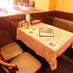4名様テーブルあり。