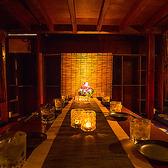 新宿駅から徒歩5分の四季の味覚を味わう完全個室完備の居酒屋♪様々なシーンに合わせて大小様々なプライベート個室空間をご用意しております♪全席掘り炬燵座敷タイプの個室席となっておりますので、ゆっくりとお寛ぎ頂けます。新宿での接待や歓送迎会などの宴会に◎お得な宴会コースを各種ご用意しております♪