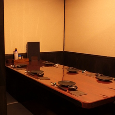 【テーブル個室】少人数向け個室もご用意。友人同士やカップルでのご利用にも◎!ごゆっくり寛ぎの時間をお楽しみ下さい。