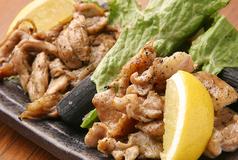 料理メニュー写真鶏ハラミ肉とセセリ肉の網焼き盛り合わせ