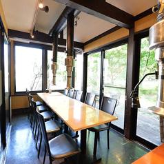 ガラス張りのテーブル席!扉を閉めれば個室にもなります