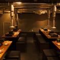宮益坂店の店内は焼肉屋とは思えないモダンな雰囲気で広々とした空間です。仲間内での飲み会でワイワイするのもゆったり宴会を楽しむのにも最適です!当店はこだわりのお肉が食べ放題のコースが豊富にございます。またコースには飲み放題も付いておりますので焼肉食べ放題とともに相性抜群な飲み物もお楽しみください!