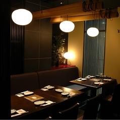 10名用の半個室のお席です。全席個室の落ち着いた雰囲気の店内は、仙台駅から徒歩5分とアクセスも抜群!デートや接待など少人数の飲み会、30名を超える企業様のご宴会も随時承ります。多種多彩なお料理のコースをご用意しております。飲み放題付きコースでごゆっくりお過ごしください。