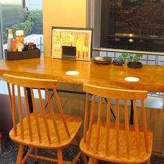 【少人数様用のテーブル席】カップルでデートやご友人との飲み会などにおすすめ♪ディナーだけでなくランチも営業しているので誰でもお気軽にお越しください。お子様も大歓迎!お席のレイアウトも可能ですのでママ会でお子様連れのお客様などもご利用頂いております。ご要望などお気軽身ご相談ください。