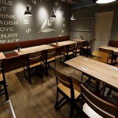 テーブルのお席もご用意しております。女子会や合コンにもぴったり◎