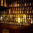 種類豊富な品揃えのお酒を眺めながらお食事をお愉しみください。
