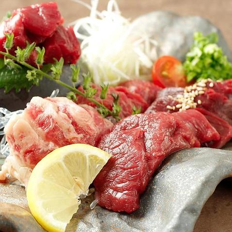 ここでしか食べられないこだわり馬肉料理の数々。川崎駅前の人気店♪