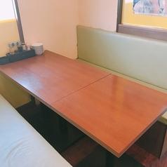 最大6名様までOKのテーブル席。