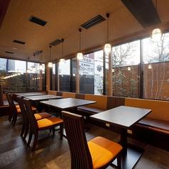 テーブル席は26卓ございます。ご家族、ご友人とのお食事はもちろん、各種ご宴会もぜひ『かごの屋』をご利用下さい。※店舗により部屋の配置・席数が異なる場合がございます