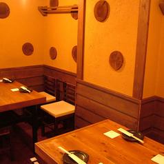 【2Fテーブル席】4名ずつで使いやすい♪もちろん、テーブルをつなげて使うことも可能です!フロア貸切は13名様~OK!