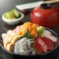 料理メニュー写真海鮮丼~本日の色々新鮮魚と貝のせ~