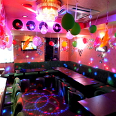 【個室完備】30~40人のVIP・ROOMもご利用可能です♪出し物や仮装の更衣室などにもお使い下さい。思い出のスライドショーなどスクリーンの利用も可能★新宿/誕生日/記念日/女子会/パーティー/宴会/スポーツ観戦/貸切