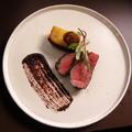 料理メニュー写真黒毛和牛ランプ肉 備長炭焼き 梅干しとカカオ 100g