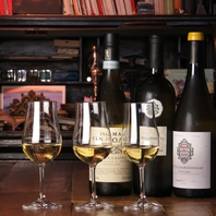 ワインをもっと気軽に…グラスワインは常時10種以上。
