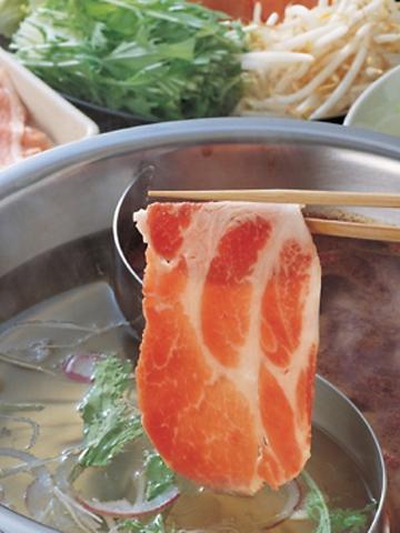 「黒毛和牛」or「和豚もちぶた」と「産直野菜」しゃぶしゃぶ食べ放題2680円(税別)~