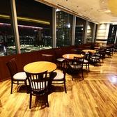 大きな窓からのダイナミックな夜景を眺めれる丸型テーブル席は女子会・食事会にぴったり★天王寺、あべのハルカスで夜景を楽しむ和・洋・中・デザート食べ放題(バイキング)