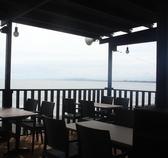海がみえるテーブル席