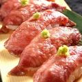 料理メニュー写真牛タンネギ塩握り寿司(牛タン生ハム)