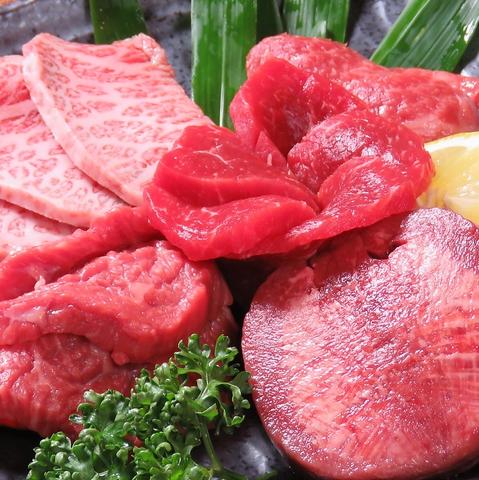 産地にこだわらず、その時々で最高の肉を仕入れています。希少部位も常時あります。