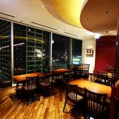 テーブル席は2名様~ゆったりと座れます。連結もできるので宴会にも最適です★天王寺、あべのハルカスで夜景を楽しむ和・洋・中・デザート食べ放題(バイキング)