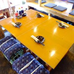 4名様までOK!テーブル席。2名からの商談や会食でご利用の場合は、リクエスト予約にてご相談ください。