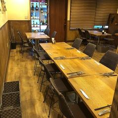 4名様のテーブル席です。大人数での宴会もOK!お気軽にご相談、お問い合わせください。