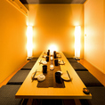 各種ご宴会を居心地の良い空間で愉しめる個室席。オススメの最大2時間飲み放題付のプランは2980円(税抜)~ご提供しております!