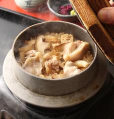 料理メニュー写真鶏釜飯(道産の厳選米を使用)