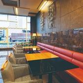 レストラン最奥にはソファー席をご用意しております。ご家族などのお客様のご利用にどうぞ