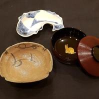 料理を彩る器の数々