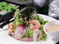 料理メニュー写真海鮮あれこれサラダ
