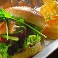 料理メニュー写真IRUMAチーズハンバーガー