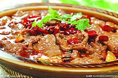料理メニュー写真牛肉の四川風土鍋/牛肉と青菜炒め