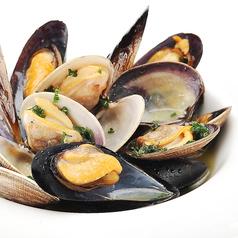 厚岸産アサリとムール貝の白ワイン蒸し