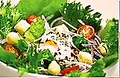 料理メニュー写真とろとろ温玉のせシーザーズサラダ