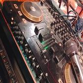 日の出本舗名物DJブース完備 音響設備が充実しています!お客様の要望があれば好きな曲もかけられます♪団体様で掘りごたつのお席貸切でしたら音楽をかけたりマイクもご利用できます。ぜひご相談下さい!