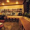 ライブ感を楽しめるオープンキッチンのカウンター席は、ディナータイムにご利用いただけます。