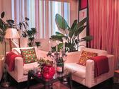 純白のカップルシート☆二人だけの時間をゆったりソファで楽しんで下さい。結婚式二次会ではメイン席として使われるおめでたいお席です♪