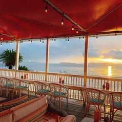 おひとり様からご利用頂けるカウンター席は12席ご用意しております。目の間に広がる琵琶湖を見ながらほっと一息つくには最高の場所です◎大切な方とのデートにもぴったり♪