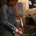 牡蠣の洗浄に、塩素よりも殺菌効果が高く、体にも害のない「電解水」を使っておりますので、品質管理が行き届いた「牡蠣」をご提供できます!