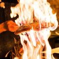 炎が舞い踊る藁焼きは、カツを、マグロ、和牛など。藁焼きならではの香り、温度を味わえます。カウンターでは、間近で藁焼きをご覧いただけます。