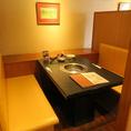 6名掛けのテーブル席。お隣との席間隔を保っておりますので、安心してご利用いただけます。※画像は系列店です。