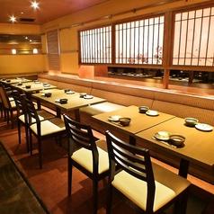 4名様がご利用いただけるテーブル席。お席のレイアウトは変更可能ですので、16名様のご宴会にもご利用いただけます!